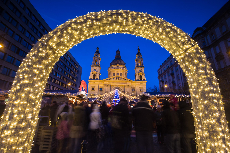 1076c8382 Navštívte pompéznu Budapešť v čase adventu, vychutnajte si preslávené a  chutné kulinárske maďarské špeciality, túlajte sa historickým centrom mesta  a ...